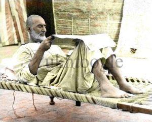 bacha_khan_reading_newspaper_-_pukhtoogle__4_