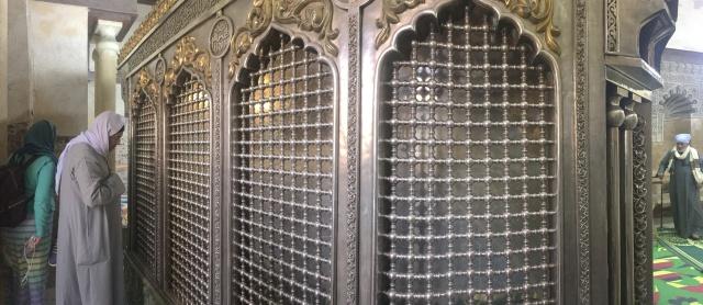 Ruqaiya shrine.JPG